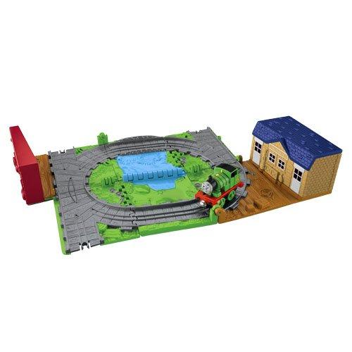 http://www.toybox.ro/wp-content/uploads/2010/12/Locomotiva-Thomas-Set-portabil-pentru-vehicule-de-metal-300x300.jpg